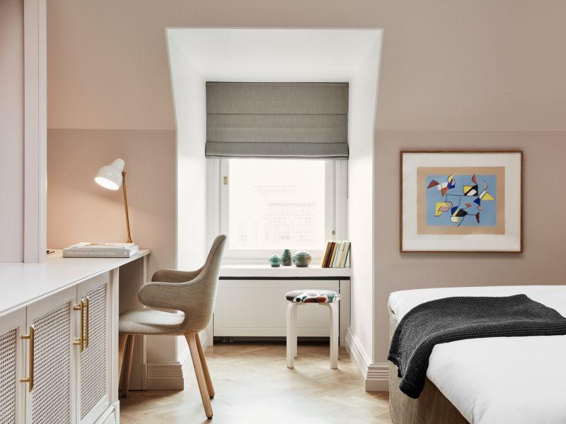 Moderni loft-henkinen huone Hotel St. Georgen ylimmässä kerroksessa