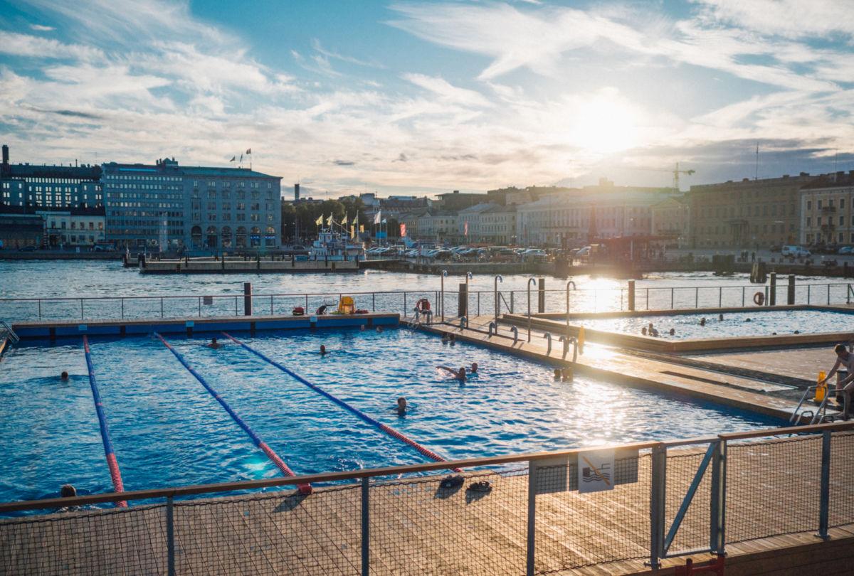 Allas Sea Poolilla voit joogaan jälkeen pulahtaa veteen.