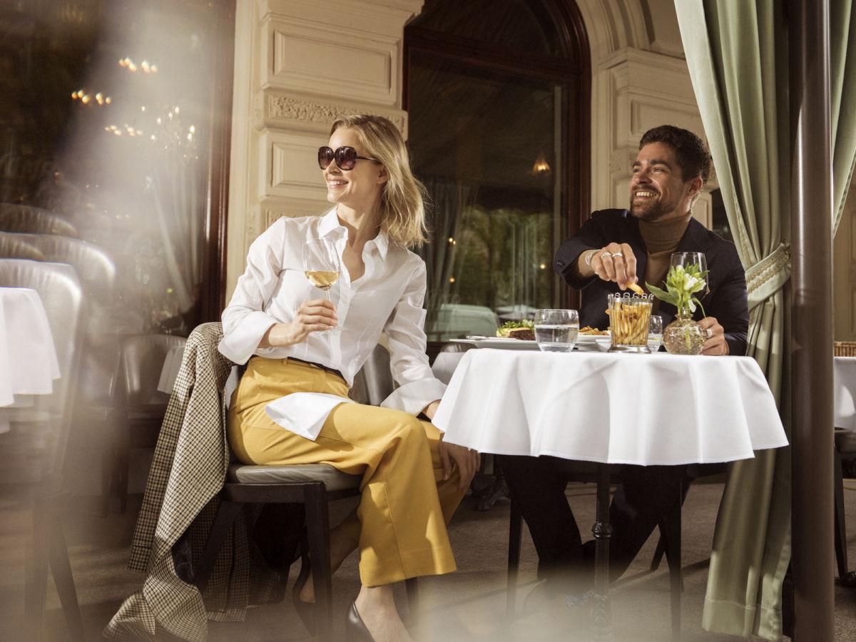 Brasserie Kämpin terassilla voit ihastella Esplanadin puiston vilskettä.