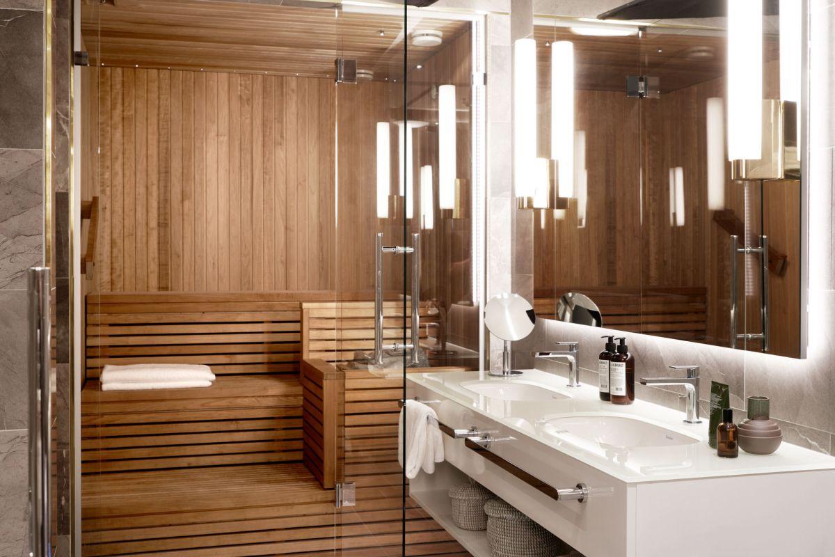 Saunan lauteet ovat täydellinen paikka keskittyä joka päivä hetkeksi pelkkään olemiseen. Kuvassa Hotel St. Georgen nimikkosviitin sauna.