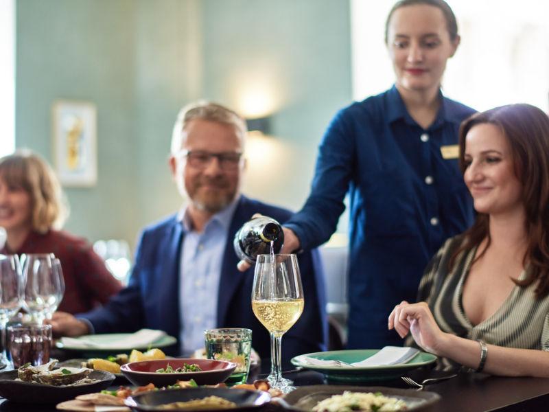 Maria Kuzenina on Ravintola Andrean viiniasiantuntija